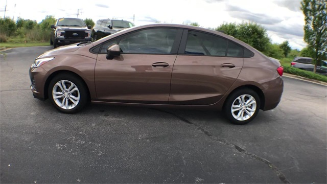 Pre-Owned 2019 Chevrolet Cruze LS